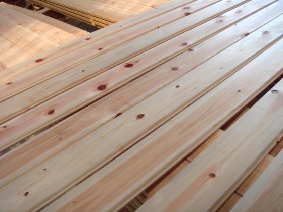 桧の間伐材のフローリング