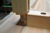 天板と脚の接続部分 檜のテーブル